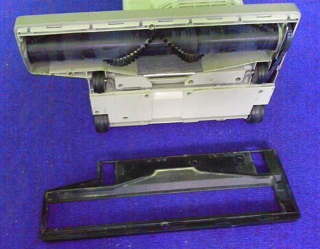 Čistící technika pro suché čištění koberců