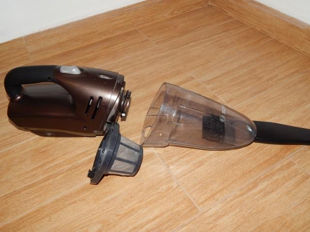 Recenze vysavače Bosch BHH Move 5 - filtr a nádoba na prach