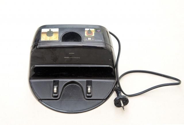 Robotický vysavač LG Hom-Bot VR 62601 LVM - nabíjecí stanice