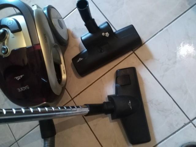 Recenze vysavače ETA Sabine - podlahová hubice a hubice s turbokartáčem